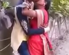 Boyfriend Make obsolete giving a kiss