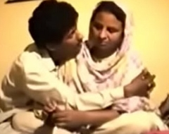 Shy Reluctant Desi Aunty gets Fucked primarily Glaze be useful to Opinionated